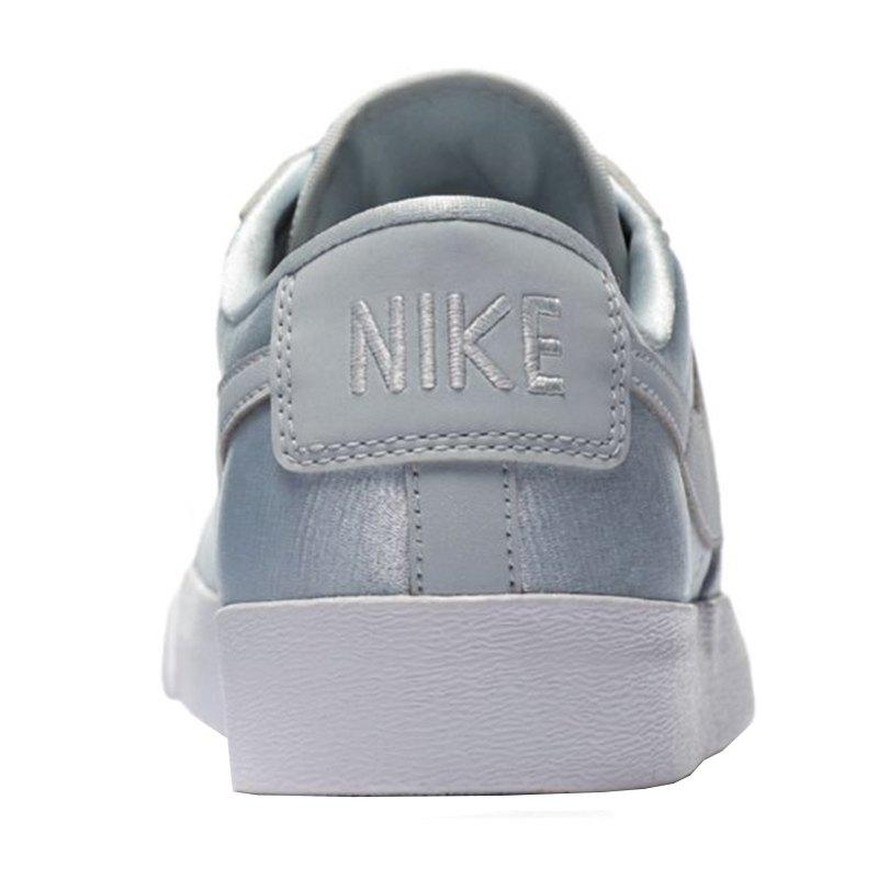 c3b179636773 Nike Blazer Low SE Sneaker Damen Silber F001   Shoe   Lifestyle ...
