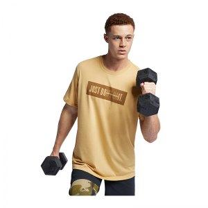 nike-db-dry-training-tee-t-shirt-gold-braun-f723-running-textil-t-shirts-ar5983.jpg