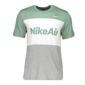 nike-air-tee-t-shirt-silber-weiss-f352-cv2210-lifestyle.jpg