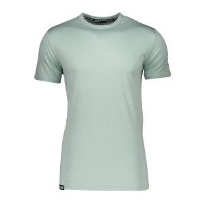 aevor-base-tee-t-shirt-blau-f20078-avr-tsm-001-lifestyle_front.png