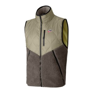 nike-heritage-winter-weste-grau-f342-cu4450-lifestyle_front.png