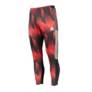 adidas-fc-bayern-muenchen-aop-trainingshose-schwarz-gk8624-fan-shop_front.png
