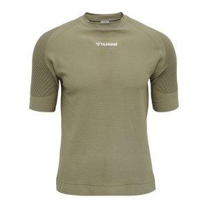 hummel-cube-seamless-t-shirt-gruen-f8062-210337-lifestyle_front.png