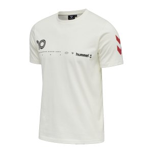 hummel-hmllgc-dani-t-shirt-weiss-f9806-212946-lifestyle_front.png